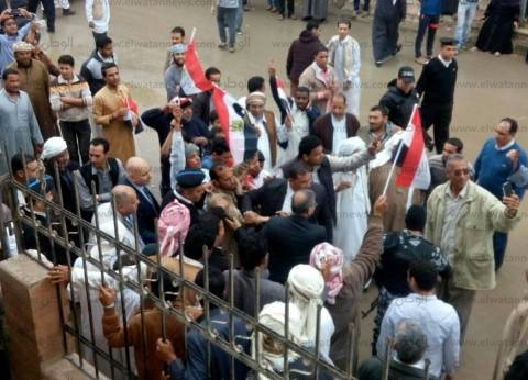 """زحام أمام لجنة مجلس مدينة الحمام بمطروح.. والناخبون: """"تحيا مصر"""""""