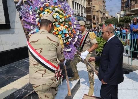 محافظ المنوفية يضع إكليل من الزهور على النصب التذكاري احتفالا بذكرى نصر أكتوبر