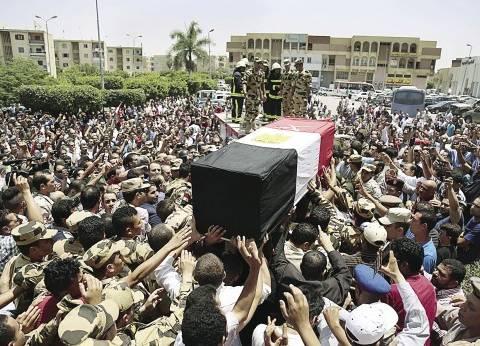 الطفل «حمزة» يتقدم جنازة والده الشهيد أحمد المنسى بـ«البدلة العسكرية»