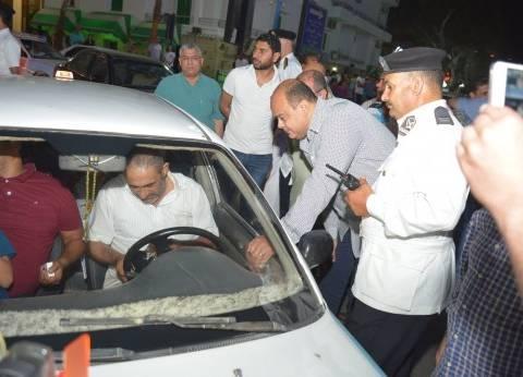 محافظ مطروح يقود حملة مرورية مفاجئة على سيارات التاكسي