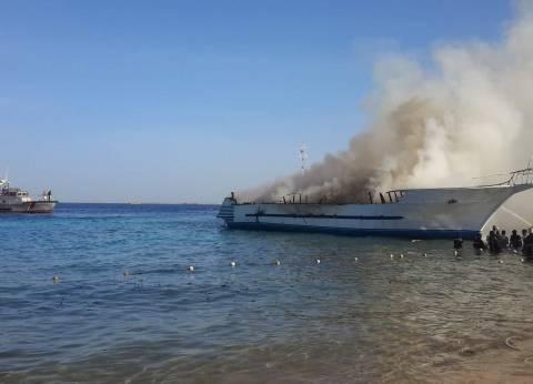 الأجهزة الأمنية تعاين اللنش السياحي المحترق بالغردقة