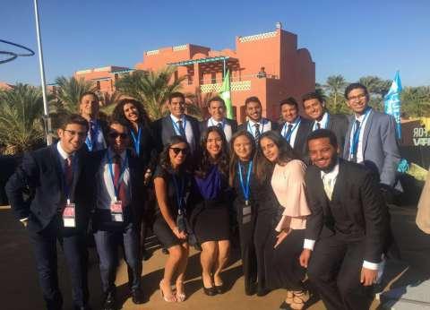 """طلاب """"الأمريكية"""" يشاركون في تنظيم """"محاكاة الأمم المتحدة"""" بمنتدى الشباب"""