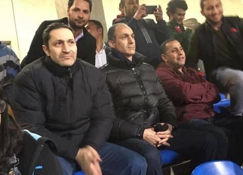 مصدر أمني يكشف تفاصيل إخلاء سبيل علاء وجمال مبارك من قسم التجمع