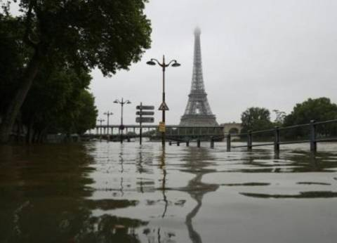 تواصل ارتفاع منسوب مياه نهر السين غامرا الأحياء الباريسية القريبة منه