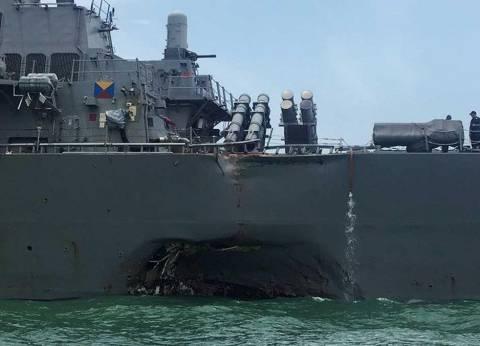 """البحرية الأمريكية تنتشل جثث طاقم المدمرة """"جون إس مكين"""""""