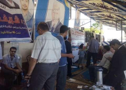 ضبط مندوبين مرشحين بحوزتهما كروت دعائية أمام لجنة انتخابية في قسم ثالث المحلة