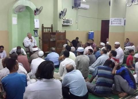 محافظ الوادي الجديد يلتقي بالمواطنين في أحد المساجد بمدينة الفرافرة
