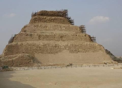 """""""الآثار"""" تطلق أول مدرسة حفائر مصرية متخصصة في المواد المتقدمة بسقارة"""