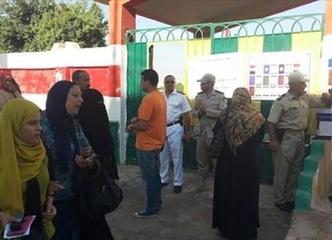 إقبال كثيف لكبار السن بلجنة مدرسة عثمان بن عفان الانتخابية بالعمرانية