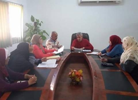 رئيس مدينة القصير يعقد اجتماعا لبحث ملفات الرعاية الإنسانية
