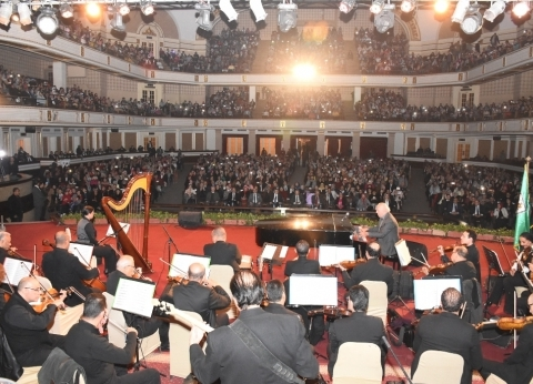 عمر خيرت يتألق في حفله الموسيقى الثاني بجامعة القاهرة