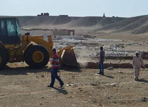 إزالة تعديات على أراضي الدولة بمساحة 900 متر مربع في القصير بالبحر الأحمر