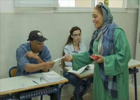 """الانتخابات المغربية.. مشاركة محدودة و""""العدالة والتنمية"""" يتهم السلطات بالضغط على الناخبين"""