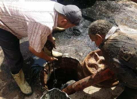 """بالصور  تطهير خطوط الصرف الصحي بعد خلافات بين محلية دسوق و""""المياه"""""""