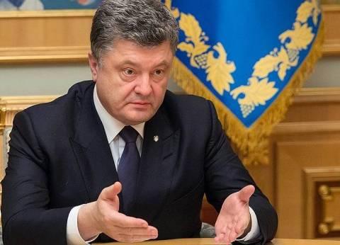 رئيس أوكرانيا يتهم روسيا بإبقاء وجود عسكري ضخم على حدود بلاده