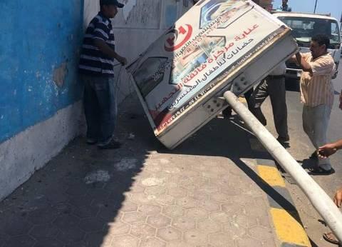 حي شرق يشن حملة لإزالة الإعلانات والمخالفات في الإسكندرية