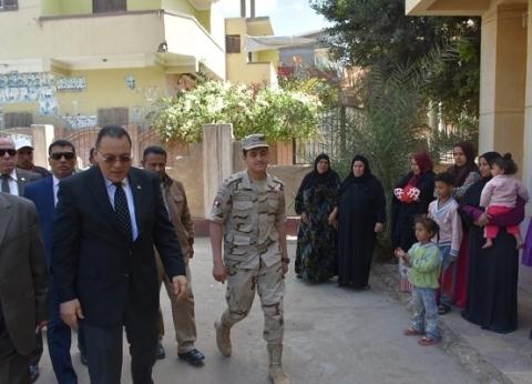 محافظ الشرقية يتابع الاستفتاء على التعديلات الدستورية في أبوكبير