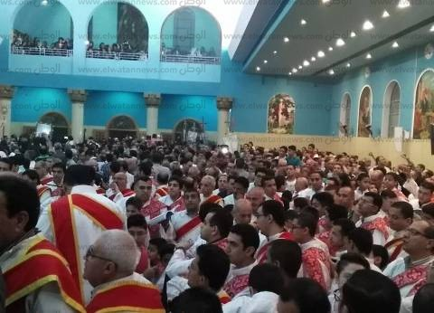 الأنبا يؤانس يترأس قداس عيد القيامة في أسيوط