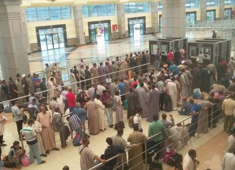 بالصور| وصول الآلاف من عمالة خدمة الحجاج لميناء سفاجا