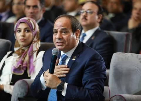 """السيسي يمازح وزير النقل: """"بتقول للشعب سامحوني ليه بعد زيادة المترو؟"""""""