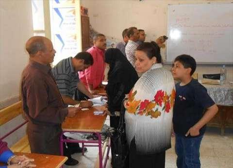 بالصور| تزايد أعداد الناخبين قبل ساعات من غلق اللجان الانتخابية بأسيوط