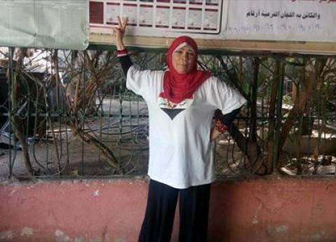 """سيدة ستينية بعد الإدلاء بصوتها: """"أنا محظوظة عشان شاركت في الانتخابات"""""""