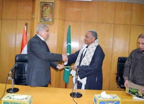 توقيع 208 عقود تقنيين أراض أملاك دولة بإجمالي 130 مليونا في المنيا