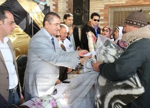 بالصور| محافظ كفر الشيخ يوزع مساعدات مالية وعينية على 150 مريض جذام
