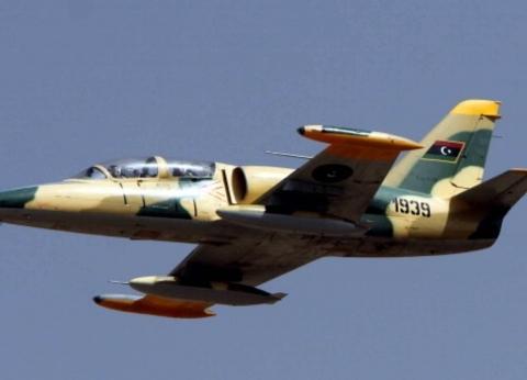"""""""الجيش الليبي"""": عطل فني وراء سقوط طائرة فوق منطقة عين زارة في طرابلس"""