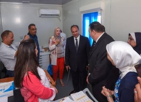 """محافظ الإسكندرية يتفقد حملة """"القضاء على فيروس سي"""" لموظفي الديوان العام"""