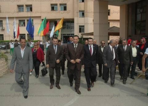 رئيس جامعة المنوفية يلتقى بأفراد الأمن استعدادا للعام الجديد