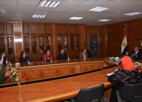 بالصور| رئيس جامعة أسيوط يلتقي وفدا طبيا عالميا