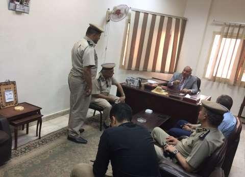 مدير أمن القليوبية يفاجئ قسم شرطة قها قبيل أذان المغرب