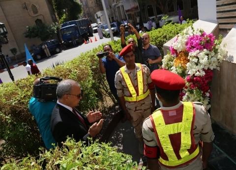 أكاليل الزهور تزين مقابر الشهداء ونُصب الجندى المجهول