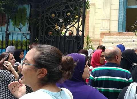 فرحة بين طلاب الثانوية في الإسكندرية لسهولة الفيزياء والتاريخ