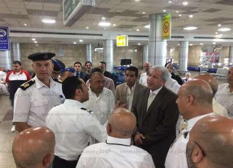 بالصور| مدير أمن مطار القاهرة يتفقد حركة الركاب داخل صالات المطار