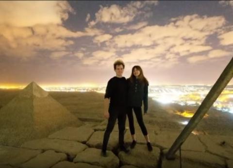 """""""مصر حلوة من فوق"""".. مشاهد ساحرة من فيديو الدنماركي وصديقته أعلى الهرم"""