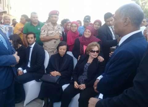 جيهان السادات تغادر النصب التذكاري بعد احتفالها بـ«ذكرى أكتوبر»