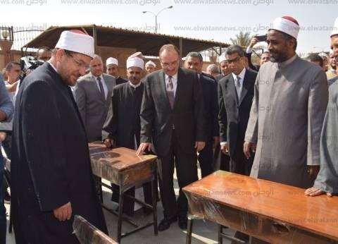 محافظ بني سويف: وزارة الأوقاف أهدت المحافظة 150 مقعد دراسي و4 طن لحوم