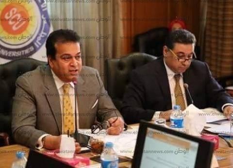 وزير التعليم العالي يوجه برفع حالة الاستعداد في مستشفيات القناة