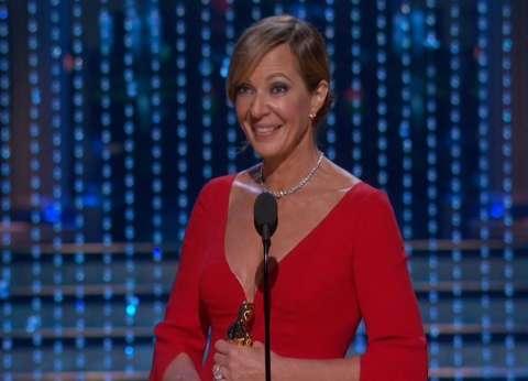 أليسون جيني تفوز بجائزة أوسكار أفضل ممثلة في دور مساعد