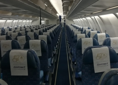 """شعار اليوبيل الذهبي لمعرض الكتاب على طائرات """"مصر للطيران"""""""