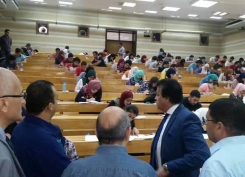 """وزير التعليم العالي يتفقد لجان الامتحانات بـ""""عين شمس"""""""