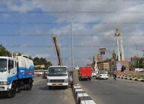 تركيب كابلات كهرباء على رافد الطريق الدولي بكفر الشيخ