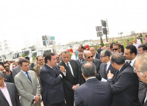 محافظة الجيزة تتسلم الدفعة الأخيرة من معدات النظافة من وزارة البيئة