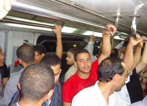 «عربات المترو».. أسرع وسيلة لانتقال الأمراض والروائح الكريهة