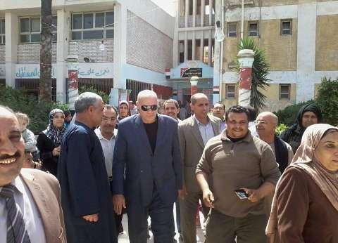 بالصور| رئيس مدينة المحلة يتفقد اللجان الانتخابات