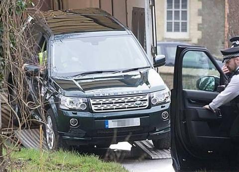 """بعد ساعات من تحطم سيارته.. الأمير فيليب يحصل على أخرى """"لاند روفر"""""""