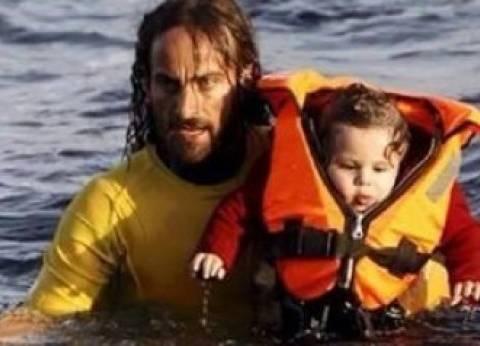 """""""نيكولاس مونتان"""".. """"ملاك البحر"""" الذي يقضي إجازته في إنقاذ المهاجرين"""
