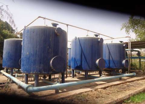 """""""البيئة"""" تشرف على أعمال تطهير خزانات المياه في العريش"""